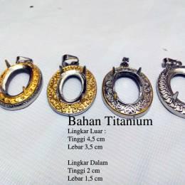 Liontin Titanium