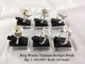 Ring wanita Titanium berlapis perak