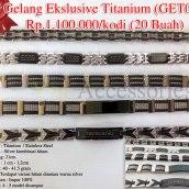 Gelang Ekslusive Titanium (GET01) Rp.1.100.000/kodi Bahan : Titanium / Stainless Steel Warna : Silver kombinasi hitam Panjang: 21cm Lebar : 1 cm - 1,2cm Berat : 40 - 41.5 gram Ciri : Terdapat variasi hitam diantara warna silver Produsen : Impor 100% Model: 4 - 5 model dicampur