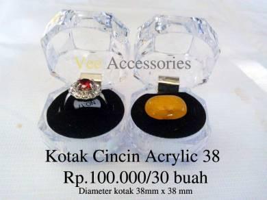 Kotak Cincin Acrylic 38 100.000/30 buah