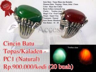 Cincin Batu Topas/Kaladen - PC1 (Natural) Rp.900.000/kodi (20 buah) Spesifikasi: Jenis Batu : Topas Hijau dan Kaladen Dimensi Batu: Panjang: 18mm, lebar: 13mm Color: Hijau dan Coklat Berat: 8,8/pcs termasuk ring Clarity : Tembus sinar Shape / Cut : Oval Cabochon Origin : Impor Cina Treatment : Natural Jenis Ikatan: Rhodium Size Ikatan : 16 - 20