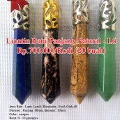 Liontin Batu Panjang Natural - L6 Rp.700.000/kodi (20 buah) Spesifikasi: Jenis Batu : Lapis Lazuli, Rhodonite, Fosil, Giok dll Dimensi : Panjang: 60mm diameter: 10mm Color: campur Berat: 9 - 10 gram/pcs Clarity : Tidak Tembus sinar Shape / Cut : Panjang cutting Origin : Impor Cina Treatment : Natural Jenis Ikatan: Rhodium Note: Keaslian batu sudah diuji melalui metode penyinaran (senter), Api/Bakar dan Diamond Selector