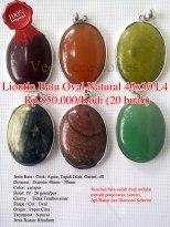 Liontin Batu oval Natural 40x30 - L4 Rp.850.000/kodi (20 buah) Spesifikasi: Jenis Batu : Giok, Agate, Tapak Jalak, Garnet, dll Dimensi : Diamter 40mm - 30mm Color: campur Berat: 19 - 20 gram/pcs Clarity : Tidak Tembus sinar Shape / Cut : Oval Origin : Impor Cina Treatment : Natural Jenis Ikatan: Rhodium Note: Keaslian batu sudah diuji melalui metode penyinaran (senter), Api/Bakar dan Diamond Selector