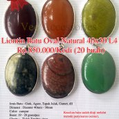 Liontin Batu oval Natural 40x30 - L4 Rp.850.000/kodi (20 buah) Spesifikasi: Jenis Batu : Giok, Agate, Tapak Jalak, Garnet, dll Dimensi : Diamter 40mm - 30mm Color: campur Berat: 19 - 20 gram/pcs Clarity : Tidak Tembus sinar Shape / Cut : Oval Origin : Impor Cina Treatment : Natural Jenis Ikatan: Rhodium Note: Keaslian batu sudah diuji melalui metode penyinaran (senter), Api/Bakar dan Diamond Selector