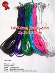 Tali Kalung Korea 1,5mm Rp.30.000/lusin Spesifikasi Diameter: 1,5mm Panjang : 47mm Bahan : Pintalan Nylon Ujung : Rantai dan besi pengait Warna : Putih, hitam, biru dongker, biru muda, merah jambu dll